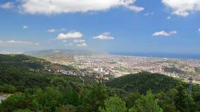 Εναέρια άποψη από το βουνό Tibidabo πέρα από τη Βαρκελώνη, Καταλωνία, Ισπανία φιλμ μικρού μήκους