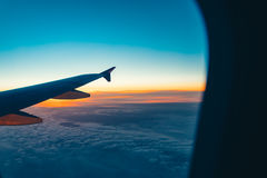 Εναέρια άποψη από το παράθυρο αεροπλάνων στοκ εικόνες