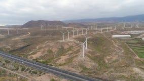 Εναέρια άποψη από το ύψος του ανεμόμυλου Tenerife, Κανάρια νησιά, Ισπανία Κηφήνας που πυροβολείται σε 4K απόθεμα βίντεο