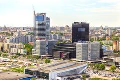 Εναέρια άποψη βασιλικού Plaza, στοά, ξενοδοχείο Doubletree από Hilton, τράπεζες, παλάτι του αθλητισμού Λευκορωσία, Μινσκ, Nemiga, στοκ εικόνα