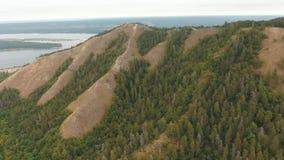 Εναέρια άποψη βουνών πυροβολισμού φιλμ μικρού μήκους