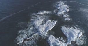 Εναέρια άποψη βράχου νερού της Ανταρκτικής ωκεάνια ανοικτή απόθεμα βίντεο