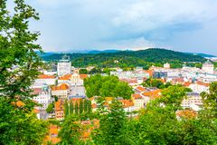 Εναέρια άποψη εικονικής παράστασης πόλης του Λουμπλιάνα Κοιτάξτε στη πρωτεύουσα της Σλοβενίας από το πάρκο κάστρων στοκ φωτογραφία με δικαίωμα ελεύθερης χρήσης