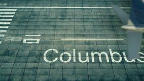 Εναέρια άποψη ενός αεροπλάνου που φθάνει στον αερολιμένα του Columbus Ταξίδι στην Ηνωμένη τρισδιάστατη απόδοση Στοκ εικόνα με δικαίωμα ελεύθερης χρήσης