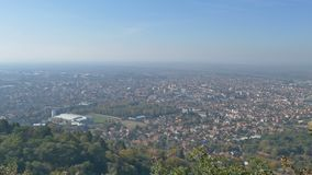 Εναέρια άποψη ενός μέρους στην πόλη Vrsac, Σερβία απόθεμα βίντεο