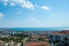 Εναέρια άποψη η πόλη στα βόρεια ελληνικά στοκ εικόνα με δικαίωμα ελεύθερης χρήσης