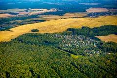 Εναέρια άποψη καλλιεργήσιμου εδάφους στο φθινόπωρο Στοκ εικόνα με δικαίωμα ελεύθερης χρήσης