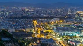 Εναέρια άποψη κατά τη διάρκεια της τετραγωνικής πυίδας ημέρας Λα Πάου de στη νύχτα timelapse στη Βαρκελώνη, Καταλωνία, Ισπανία φιλμ μικρού μήκους