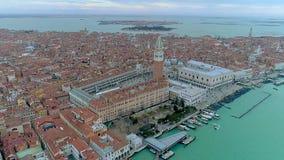 Εναέρια άποψη κηφήνων πέρα από τη Βενετία, Ιταλία plaza SAN marco απόθεμα βίντεο