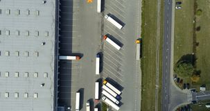 Εναέρια άποψη κηφήνων σχετικά με την αποθήκη εμπορευμάτων και το λογιστικό κέντρο