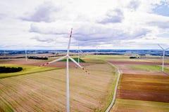 Εναέρια άποψη κηφήνων σχετικά με τη γεννήτρια ηλεκτρικής ενέργειας αέρα στοκ φωτογραφίες με δικαίωμα ελεύθερης χρήσης