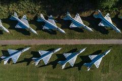 Εναέρια άποψη κηφήνων σχετικά με τη στρατιωτική αεροπορική βάση Στοκ Φωτογραφία