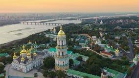 Εναέρια άποψη μήκους σε πόδηα κηφήνων του Κίεβου Pechersk Lavra σε Kyiv Κίεβο, Ουκρανία απόθεμα βίντεο