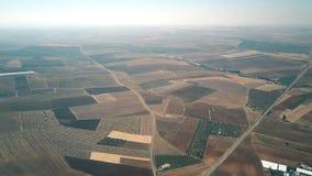Εναέρια άποψη μεγάλου υψομέτρου των αγροκτημάτων στην Ισπανία απόθεμα βίντεο
