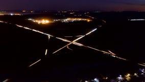 Εναέρια άποψη μιας μεγάλης οδικής σύνδεσης τη νύχτα, timelapse φιλμ μικρού μήκους