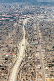 Εναέρια άποψη μιας ογκώδους διατομής εθνικών οδών στο Λος Άντζελες στοκ φωτογραφία με δικαίωμα ελεύθερης χρήσης