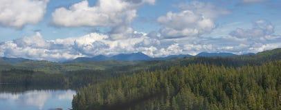 Εναέρια άποψη νησιών Πρίγκηπων της Ουαλίας της Αλάσκας στοκ φωτογραφία με δικαίωμα ελεύθερης χρήσης
