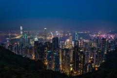 Εναέρια άποψη νύχτας του Χονγκ Κονγκ από την αιχμή Βικτώριας Στοκ Εικόνες