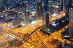 Εναέρια άποψη νύχτας των ουρανοξυστών του World Trade Center του Ντουμπάι Στοκ εικόνα με δικαίωμα ελεύθερης χρήσης