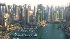 Εναέρια άποψη πέρα από τη μαρίνα του Ντουμπάι απόθεμα βίντεο