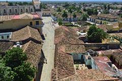 Εναέρια άποψη πέρα από τις στέγες της αποικιακής πόλης Τρινιδάδ, γραφικά στοιχεία της παραδοσιακής αρχιτεκτονικής Στοκ Εικόνα