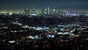 Εναέρια άποψη πέρα από το Λος Άντζελες τή νύχτα απόθεμα βίντεο