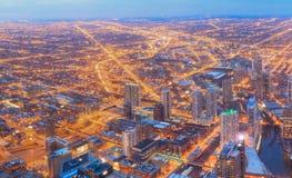 Εναέρια άποψη πανοράματος οριζόντων του Σικάγου με τους ουρανοξύστες πέρα από τη λίμνη στοκ φωτογραφίες με δικαίωμα ελεύθερης χρήσης
