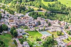 Εναέρια άποψη προ Αγίου Didier, θέρετρο SPA στην κοιλάδα Ιταλία Aosta Στοκ Φωτογραφία