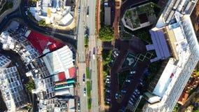 Εναέρια άποψη πόλεων με τους δρόμους, τα σπίτια, τα κτήρια, και τους χώρους στάθμευσης Λεμεσός, Κύπρος απόθεμα βίντεο