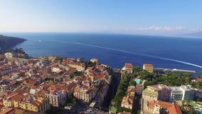 Εναέρια άποψη Σορέντο, του transpotation Ιταλία, των γιοτ και των σκαφών στον κόλπο λιμένων, έννοια τουρισμού, θάλασσα, Napoli, δ απόθεμα βίντεο