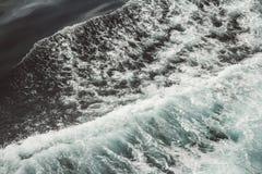 Εναέρια άποψη στα ωκεάνια κύματα Μπλε υπόβαθρο νερού στοκ φωτογραφίες με δικαίωμα ελεύθερης χρήσης