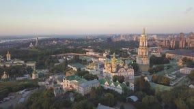 Εναέρια άποψη στις εκκλησίες του Κίεβου Pechersk Lavra στους λόφους, Kyiv φιλμ μικρού μήκους