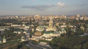 Εναέρια άποψη στις εκκλησίες του Κίεβου Pechersk Lavra στους λόφους, Kyiv απόθεμα βίντεο