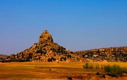 Εναέρια άποψη στο ιερό βουνό basotho, σύμβολο του Λεσόθο κοντά Maseru, Λεσόθο Στοκ Εικόνα