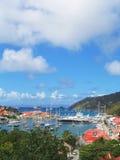 Εναέρια άποψη στο λιμάνι Gustavia με τα μέγα γιοτ στα ψαρονέτη του ST, γαλλικές Δυτικές Ινδίες Στοκ εικόνα με δικαίωμα ελεύθερης χρήσης