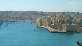 Εναέρια άποψη σχετικά με τη μαρίνα Senglea και Vittoriosa από Valletta, Μάλτα απόθεμα βίντεο