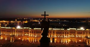 Εναέρια άποψη σχετικά με τη στήλη του Αλεξάνδρου και τετράγωνο παλατιών στην Άγιος-Πετρούπολη στη Ρωσία Το κέντρο της πόλης Επίσκ φιλμ μικρού μήκους