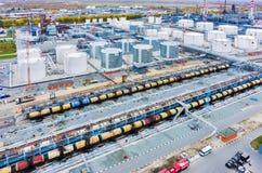 Εναέρια άποψη σχετικά με τις εγκαταστάσεις διυλιστηρίων πετρελαίου Tyumen Ρωσία Στοκ Φωτογραφία
