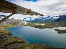Εναέρια άποψη της αγριότητας πάρκων Katmai Natinional από το υδροπλάνο Στοκ φωτογραφία με δικαίωμα ελεύθερης χρήσης