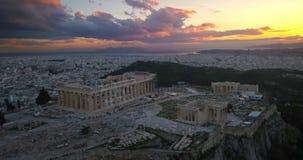 Εναέρια άποψη της ακρόπολη της Αθήνας στο ηλιοβασίλεμα φιλμ μικρού μήκους