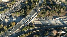 Εναέρια άποψη της ανταλλαγής Λος Άντζελες αυτοκινητόδρομων/εθνικών οδών - συνδετήρας 4 απόθεμα βίντεο