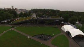 Εναέρια άποψη της βασιλικής παραλίας εστιατορίων στην Άγιος-Πετρούπολη απόθεμα βίντεο