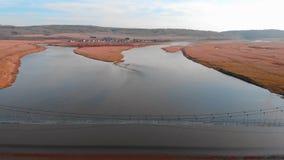 Εναέρια άποψη της γέφυρας αναστολής, άποψη άνωθεν Maloyaz, Δημοκρατία Bashkortostan Ρωσία Σύγχρονος τονισμός χρώματος φιλμ μικρού μήκους