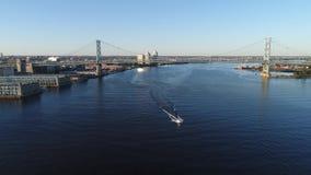 Εναέρια άποψη της γέφυρας Φιλαδέλφεια του Ben Franklin φιλμ μικρού μήκους