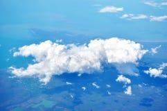 Εναέρια άποψη της γης, του σύννεφου & του ουρανού Στοκ φωτογραφία με δικαίωμα ελεύθερης χρήσης