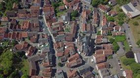 Εναέρια άποψη της γοητείας λίγης πόλης αποκαλούμενης Schotten, Γερμανία απόθεμα βίντεο