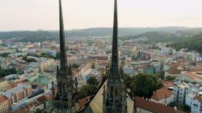 Εναέρια άποψη 360 της γοτθικής εκκλησίας Petra ένα Pavla στο Μπρνο, Δημοκρατία της Τσεχίας, Ευρώπη απόθεμα βίντεο