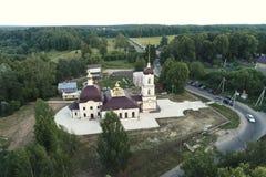 Εναέρια άποψη της εκκλησίας του Nativity της ευλογημένης Virgin, χωριό Nikolskoye στοκ εικόνες