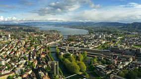 Εναέρια άποψη της Ζυρίχης, του ποταμού Limmat και της λίμνης Zurichsee Ελβετία απόθεμα βίντεο