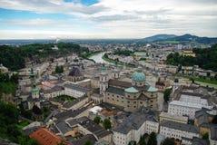 Εναέρια άποψη της ιστορικής πόλης του Σάλτζμπουργκ στο νεφελώδη καιρό, στοκ εικόνες με δικαίωμα ελεύθερης χρήσης